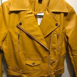 Mustard jacket 🔑